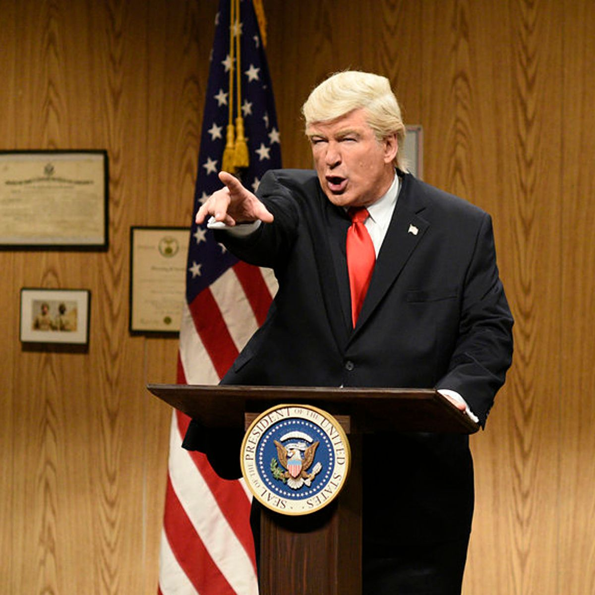 """""""Saturday Night Live"""" mocks Donald Trump for being ridiculed at NATO"""