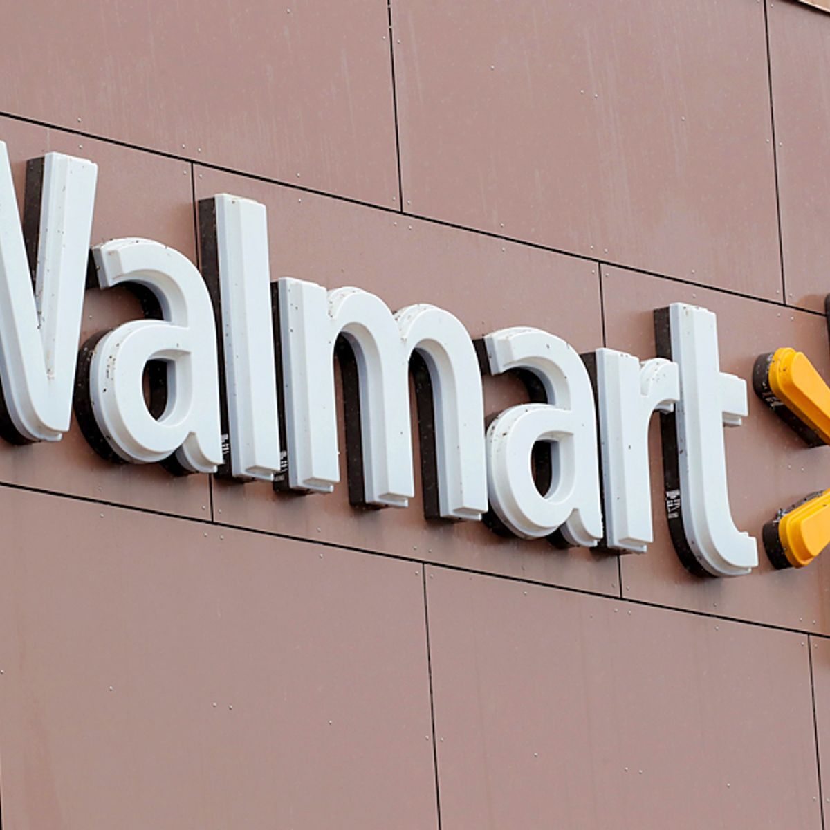 Walmart to give workers financial incentives to use higher-quality doctors