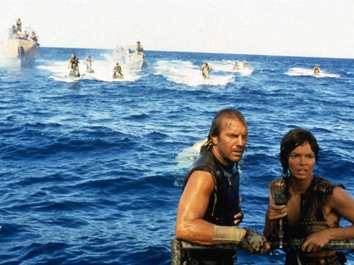Adegan film Waterworld yang dibintangi Kevin Costner.