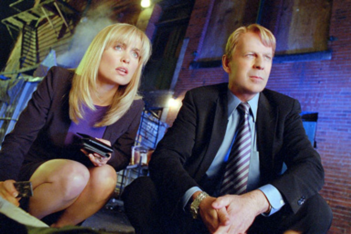 Peters (Radha Mitchell) and Greer  (Bruce Willis)