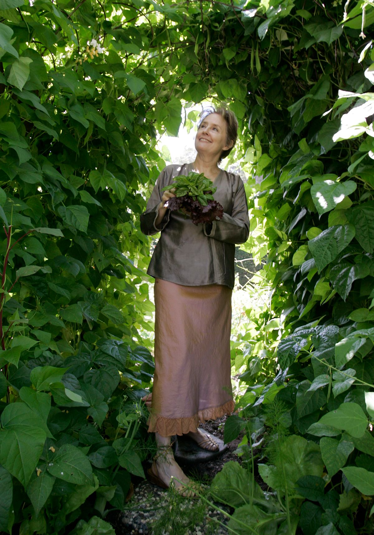 Alice Waters in her garden in Bolinas, Calif., Wednesday, Aug. 6, 2008. (AP Photo/Paul Sakuma) (Paul Sakuma)