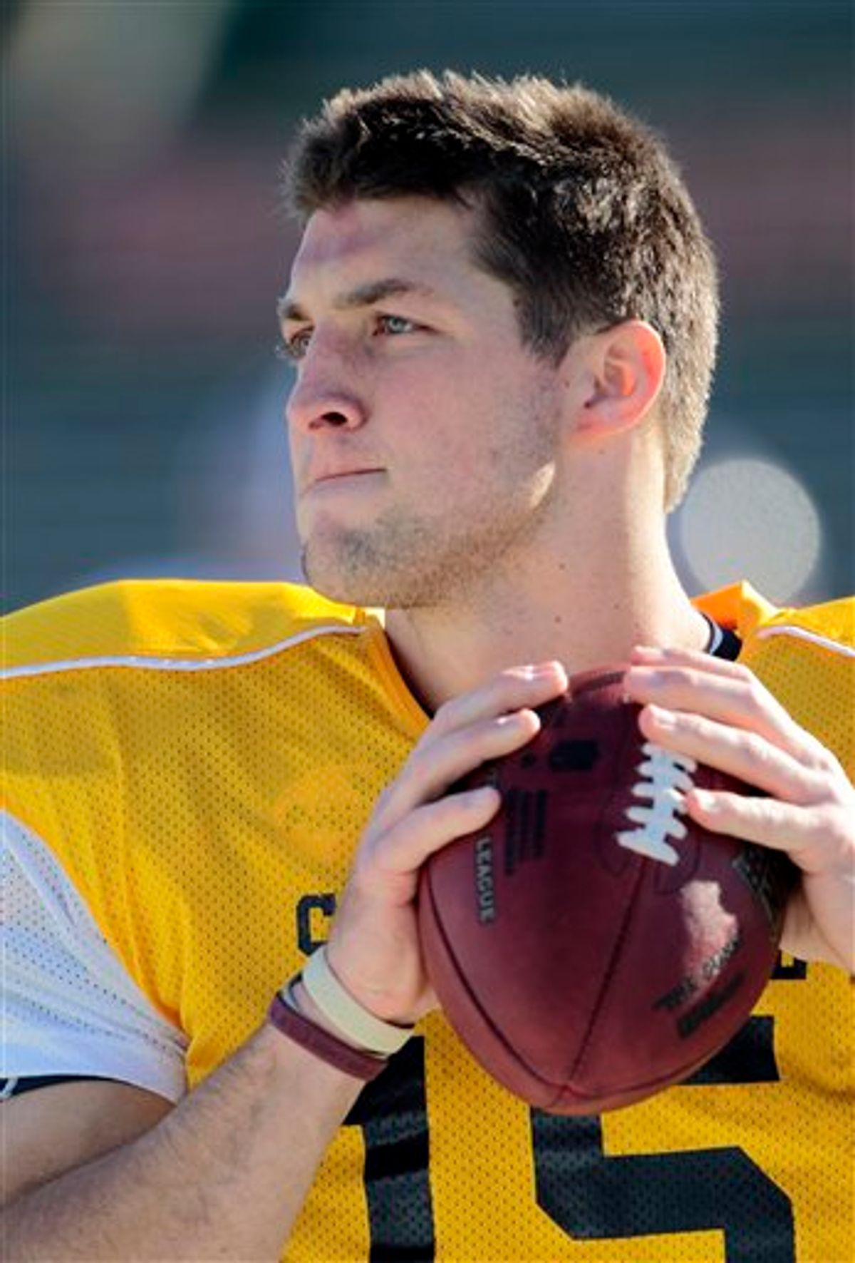 South squad quarterback Tim Tebow, of Florida, throws during practice for the NCAA college football Senior Bowl game, on Tuesday Jan. 26, 2010,  in Mobile, Ala.. (AP Photo/Dave Martin)   (AP)