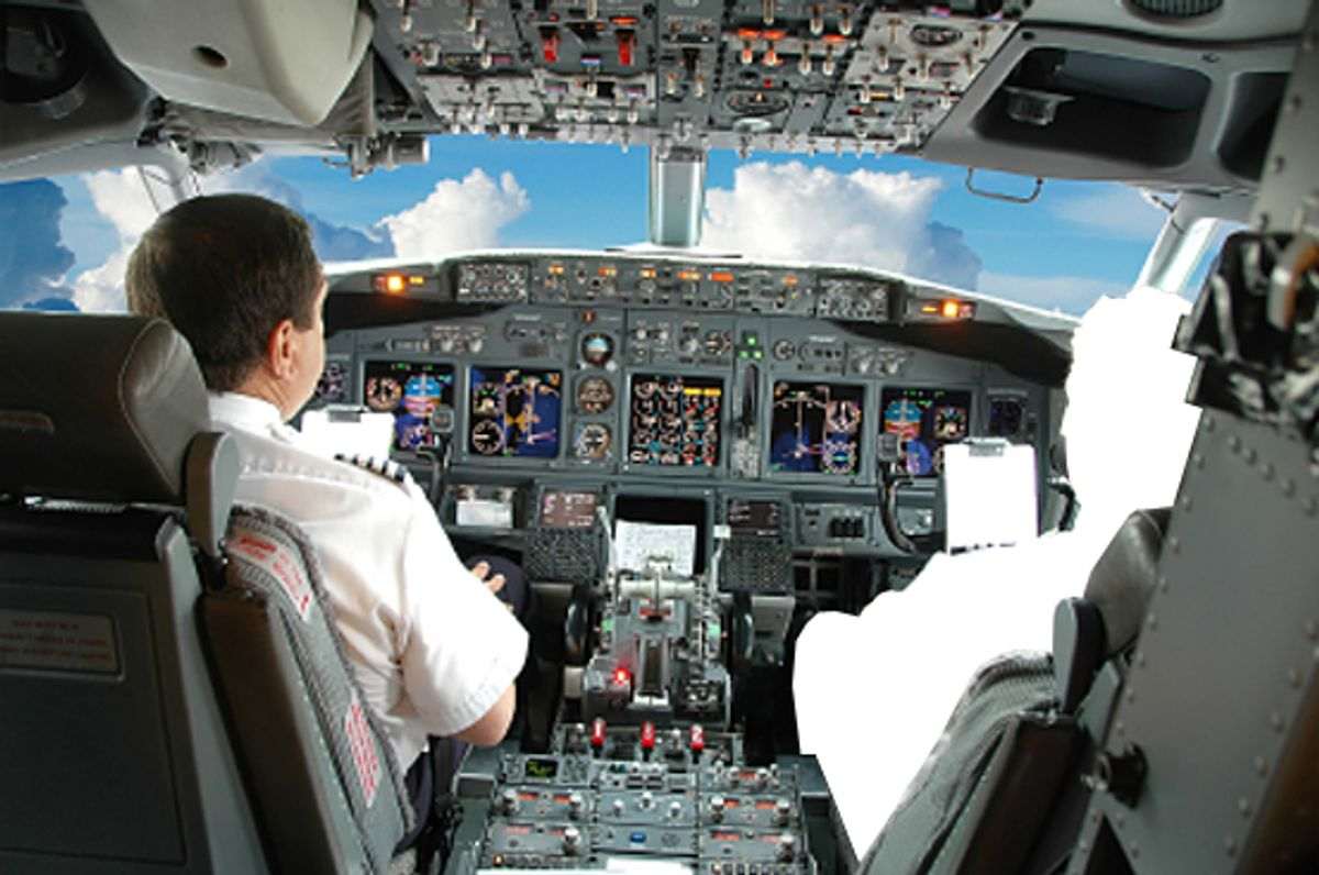 Pilots in the cockpit during a commercial flight (Carlos E. Santa Maria)