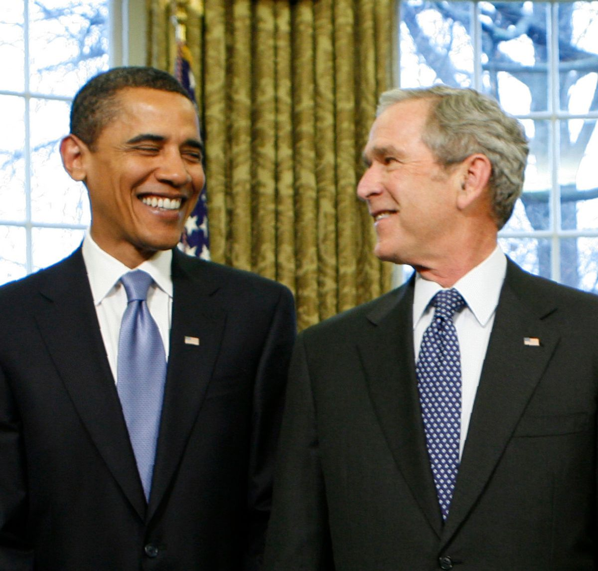 U.S. President George W. Bush looks at President-elect Barack Obama (L), as former President Bill Clinton (R) stands by his side during a meeting in the Oval Office of the White House in Washington January 7, 2009.    REUTERS/Kevin Lamarque   (UNITED STATES)  (© Kevin Lamarque / Reuters)