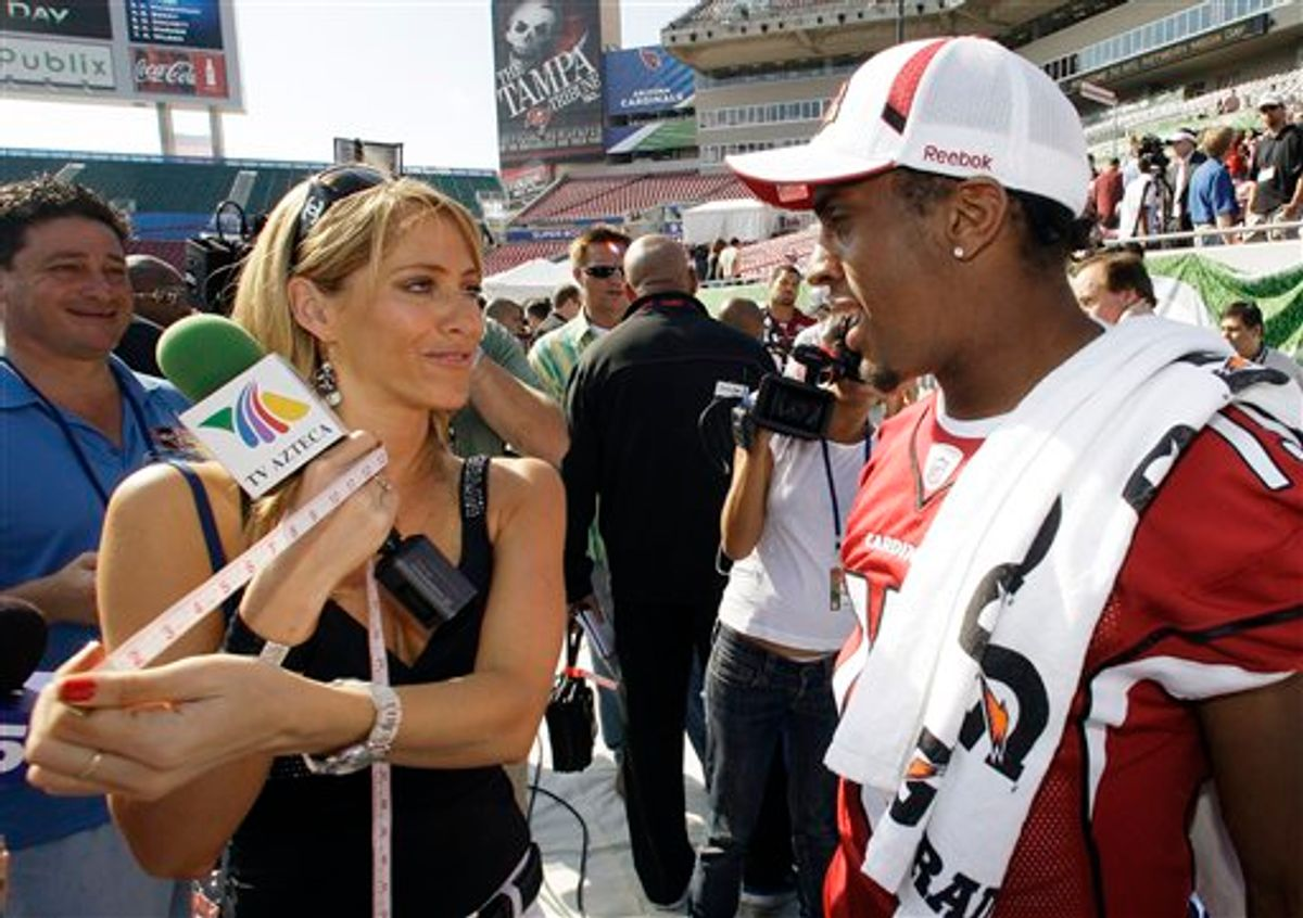 """FILE - This Jan. 27, 2009,  file photo shows TV Azteca reporter Ines Sainz, left,  after measuring the bicep of Arizona Cardinals wide receiver Steve Breaston, right,  during the team's media day for Super Bowl XLIII, in Tampa, Fla. Sainz says on her Twitter account she felt """"very uncomfortable!"""" at a Jets practice Saturday where a coach appeared to throw footballs in her direction and players called out to her in the locker room. (AP Photo/Ross D. Franklin, File)  (AP)"""