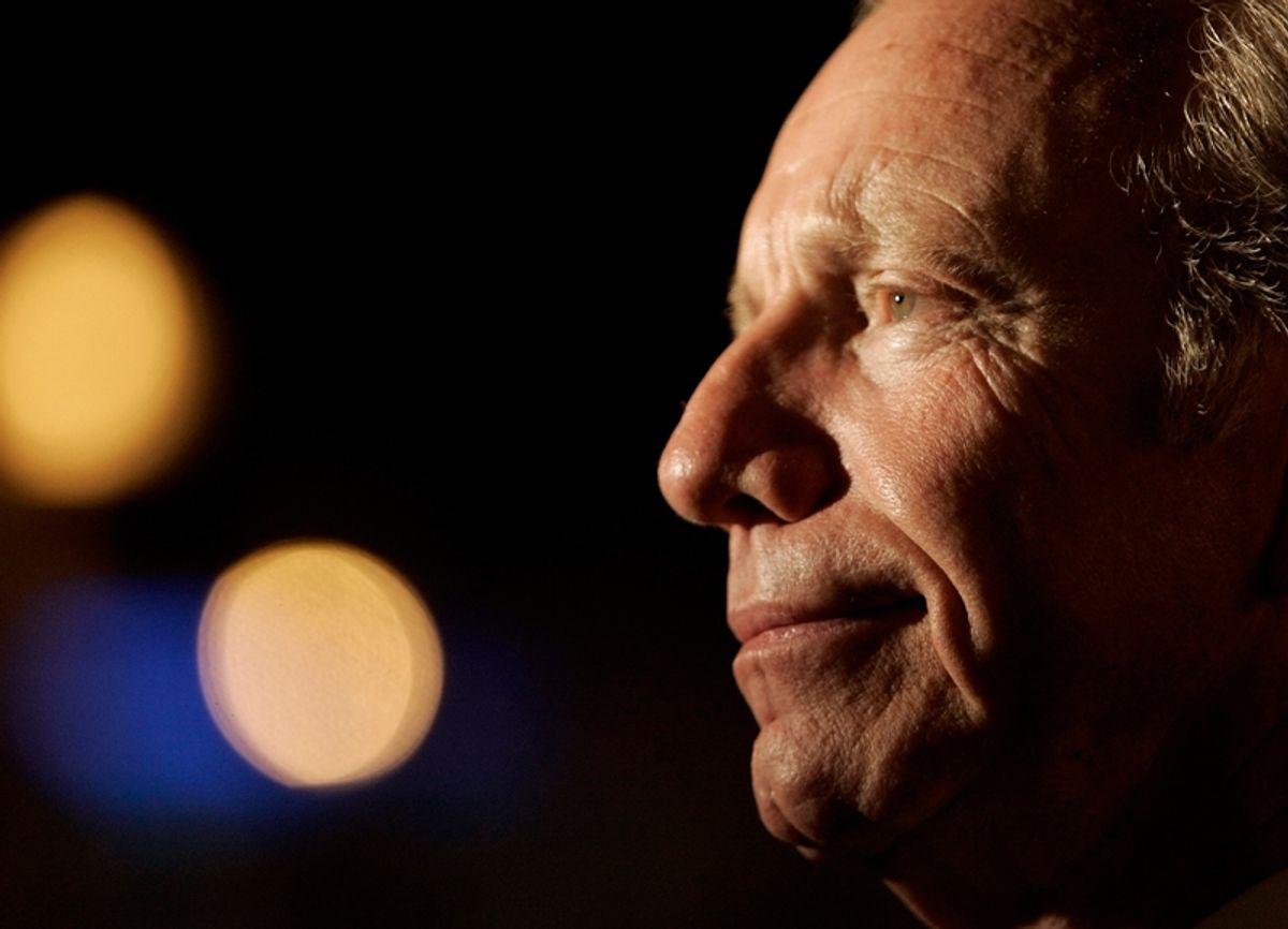 U.S. Senator Joe Lieberman (D-CT) answers a question from a reporter before presenting an award at the 2006 Latino de Oro Awards Dinner in New Britain, Connecticut November 4, 2006.       REUTERS/Brian Snyder  (UNITED STATES) (© Brian Snyder / Reuters)