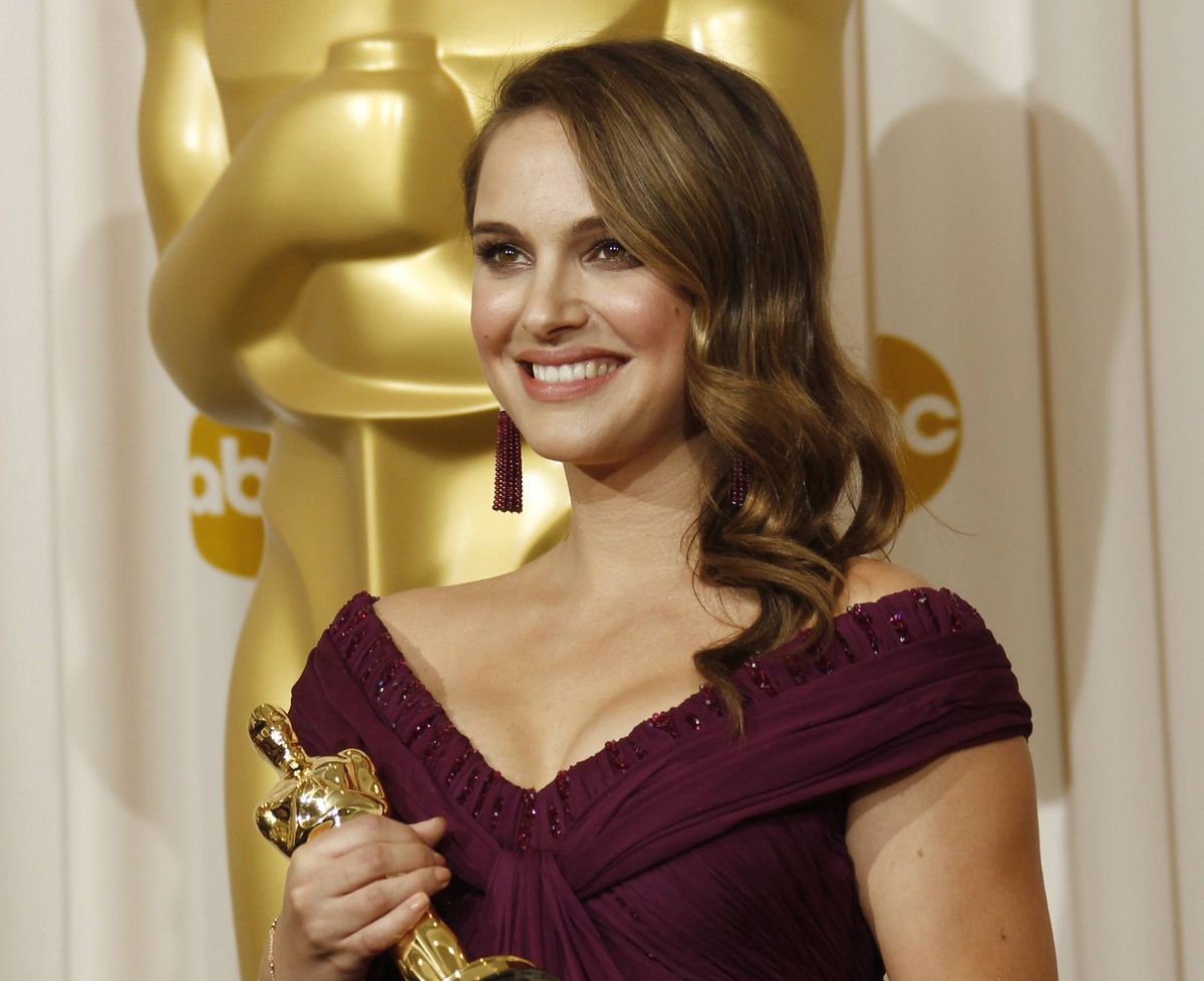 """Natalie Portman poses backstage with the Oscar for best performance by an actress in a leading role for """"Black Swan"""" at the 83rd Academy Awards on Sunday, Feb. 27, 2011, in the Hollywood section of Los Angeles. (AP Photo/Matt Sayles)   (Associated Press)"""