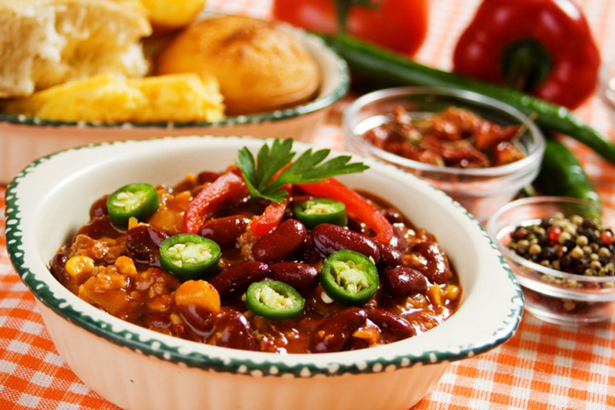 Traditional mexican chili with kidney beans and ground beef (Igor Dutina)