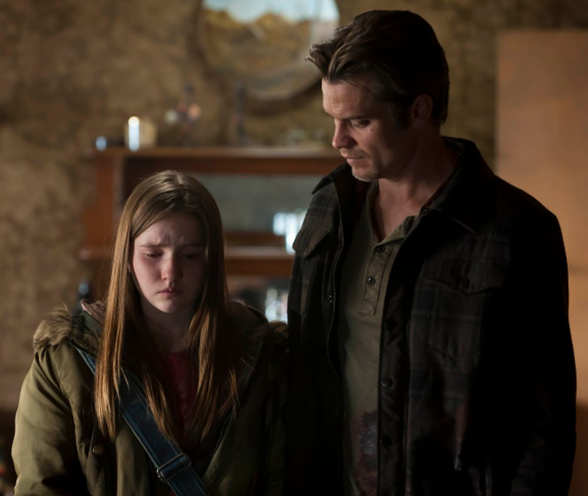 JUSTIFIED: L-R: Kaitlyn Dever and Timothy Olyphant in JUSTIFIED airing Wednesday, May 4 (10:00 PM ET/PT) on FX. CR: Prashant Gupta / FX