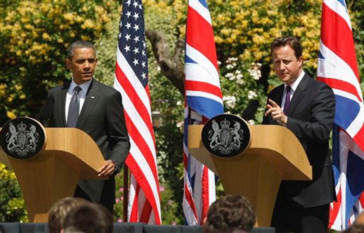 El presidente de Estados Unidos Barack Obama y el primer ministro británico David Cameron participan en una conferencia de prensa conjunta el miércoles 25 de mayo de 2011 en la mansión de Lancaster en Londres. (Foto AP/Charles Dharapak)    (AP)