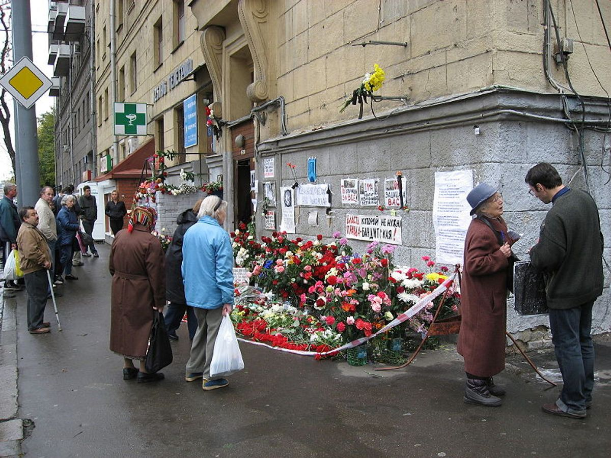 A spontaneous tribute at the entrance to slain journalist Anna Politkovskaya's Moscow apartment.