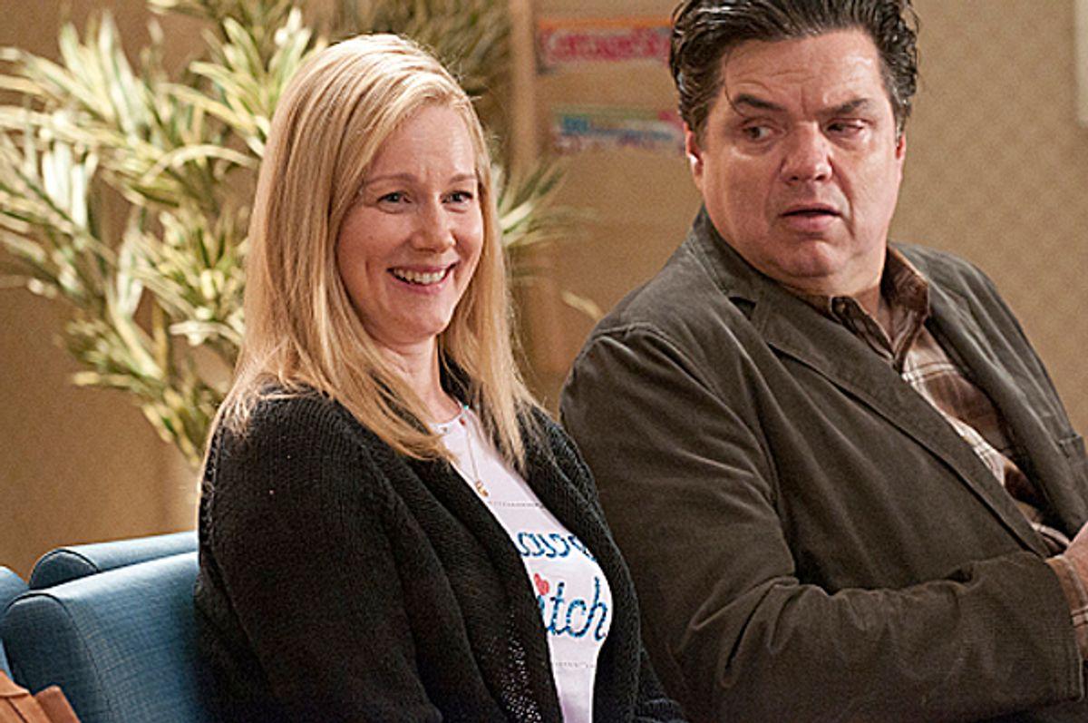 Laura Linney as Cathy and Oliver Platt as Paul in The Big C (Season 2, episode 4) - Photo: Ken Regan/SHOWTIME - Photo ID: thebigc_204b_0200 (Ken Regan/©showtime)