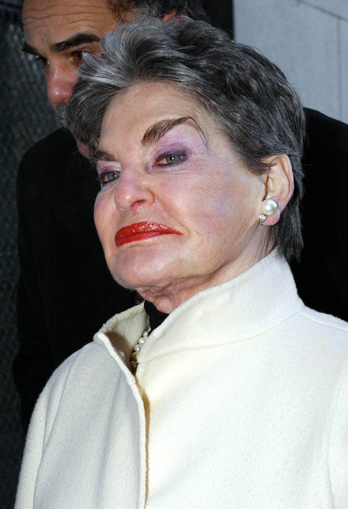 Real estate baroness Leona Helmsley appears for court to fight a former hotel manager's charges that she discriminates against homosexuals in New York on January 21, 2003. [Charles Bell, one of her former employees, is suing her alleging she fired him because of his sexual orientation.]    (© Chip East / Reuters)