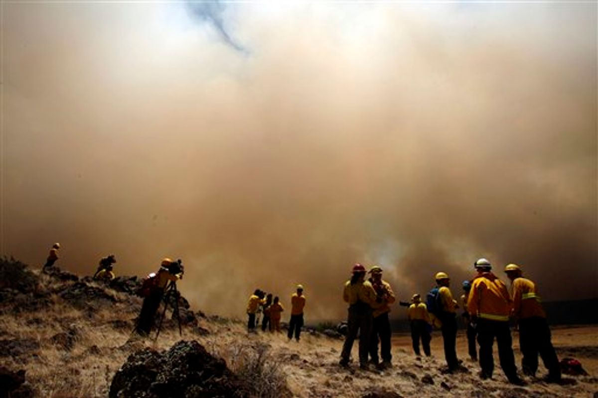 Members of the media watch the Wallow Fire from a ridge outside of Eagar, Ariz., Wednesday, June 8, 2011.   A raging forest fire in eastern Arizona has scorched an area the size of Phoenix, threatening thousands of residents and emptying towns as the flames race toward New Mexico. (AP Photo/Marcio Jose Sanchez)  (AP)