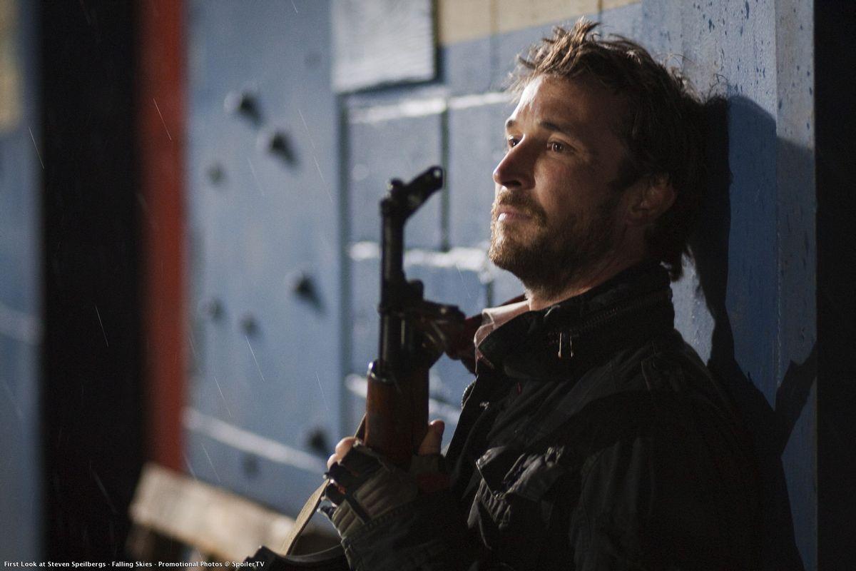"""Noah Wyle in TNT's """"Falling Skies."""""""