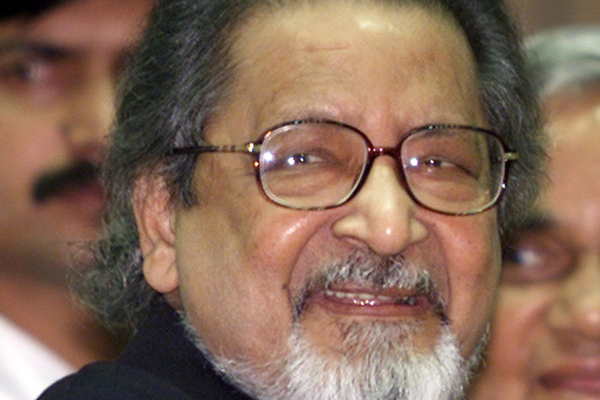 **FILE**Nobel laureate V.S. Naipaul attends an International Festival of Indian Literature in New Delhi, India, on  Feb. 18, 2002.  Naipaul, a Trinidad-born Briton known for novels set in a messy postcolonial world, said  in comments published Tuesday, April 17, 2007, that  he didn't learn anything at Oxford and that his time at the prestigious British university only delayed the start of his career. (AP Photo/John McConnico) (John Mcconnico)