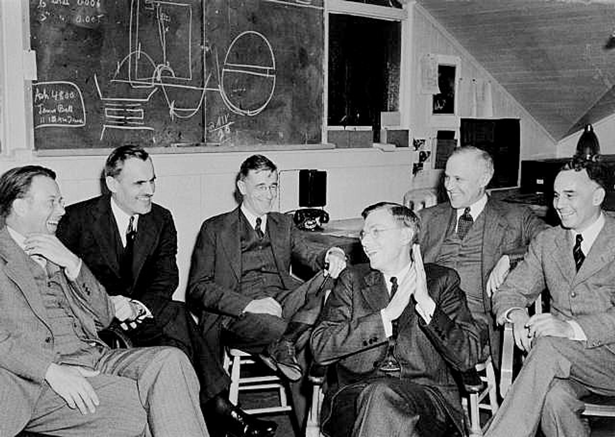 Group photo of E. O. Lawrence, A. H. Compton, V. Bush, J. B. Conant, K. Compton, and A. Loomis in March 1940 at UC Berkeley meeting  (Wikipedia)