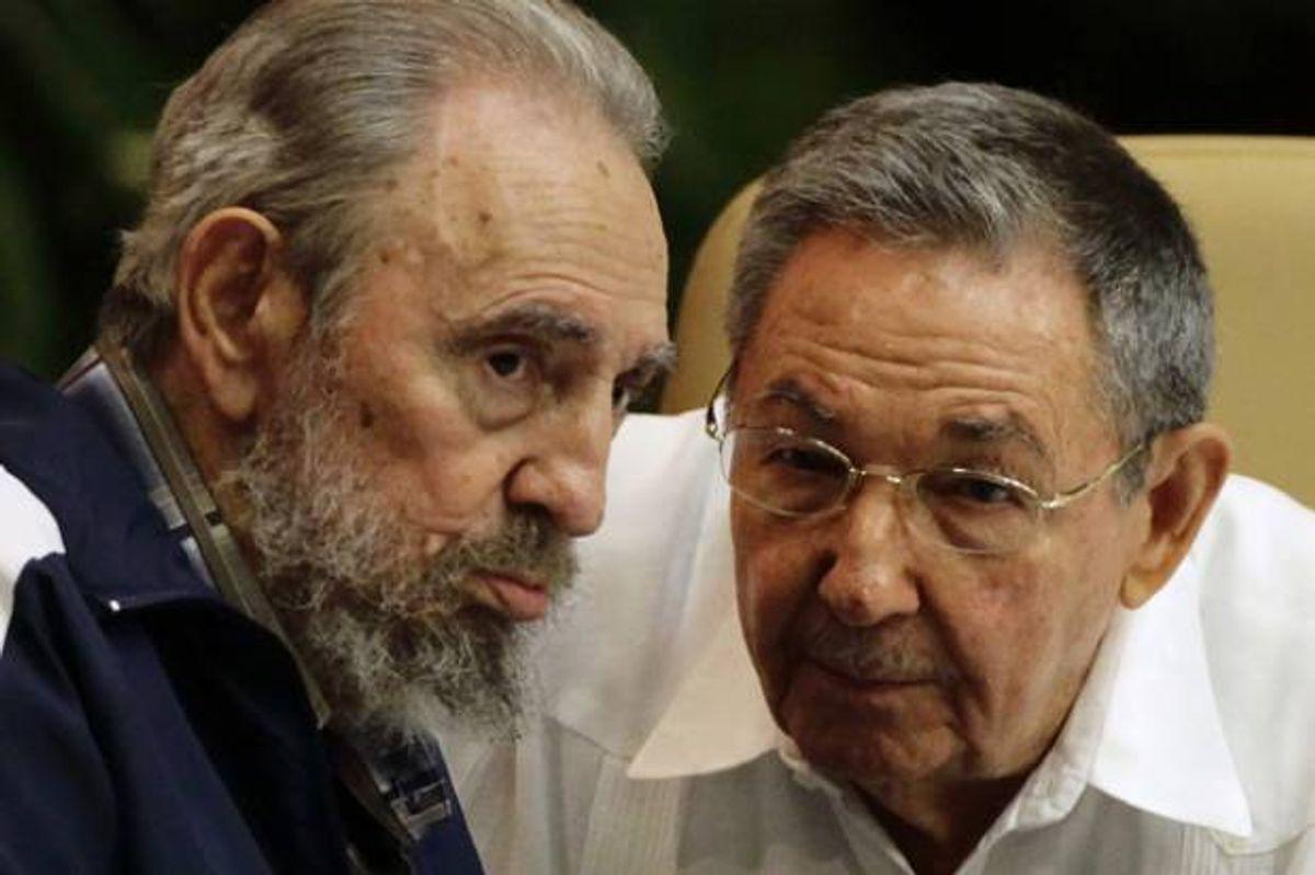 Former Cuban leader Fidel Castro and Cuba's President Raul Castro       (Desmond Boylan / Reuters)