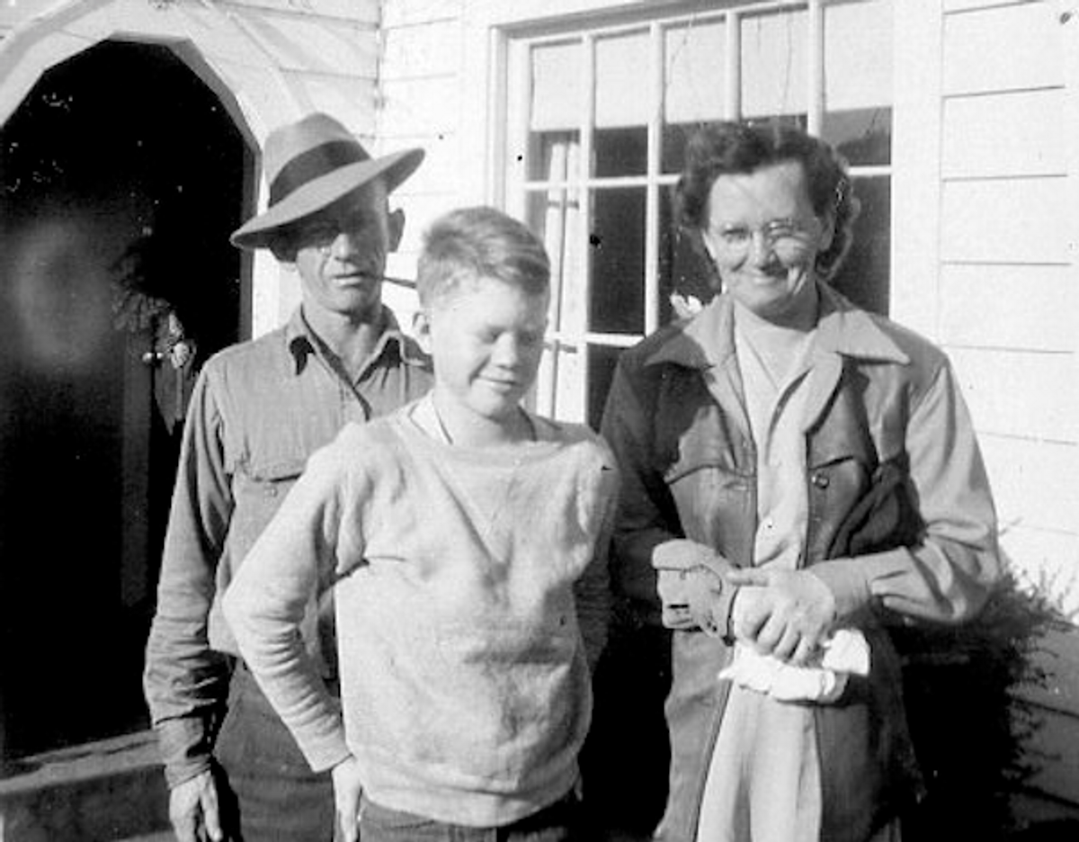 Jan's grandparents, Opal and Paul, with her father, Jerry  (Courtesy of Jan Kinney)