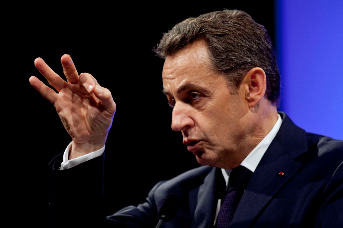 Nicolas Sarkozy gestures as he delivers a speech before building trade professionals as part of his campaign in Paris, April 17, 2012. )      (Reuters/POOL)