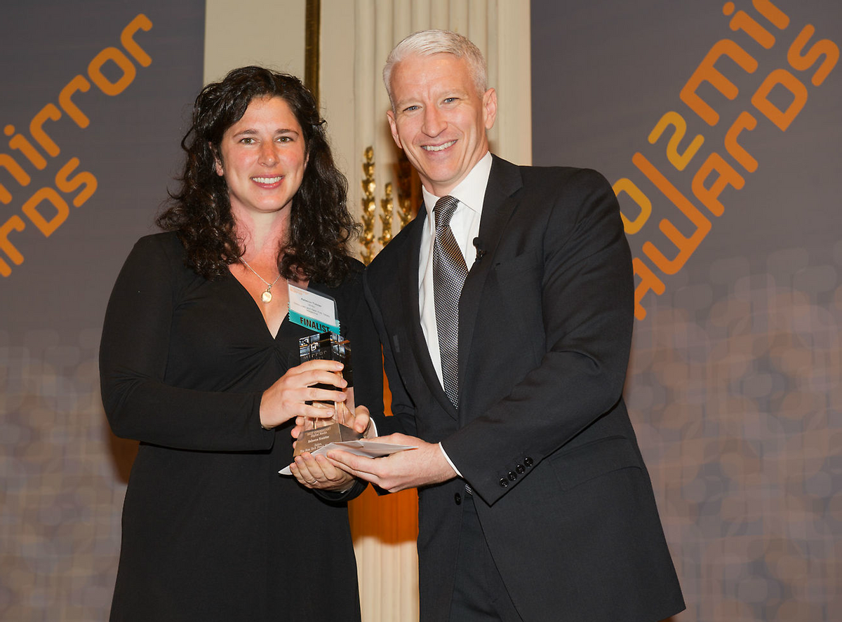 Rebecca Traister accepts a Mirror Award from CNN's Anderson Cooper. (Syracuse University)