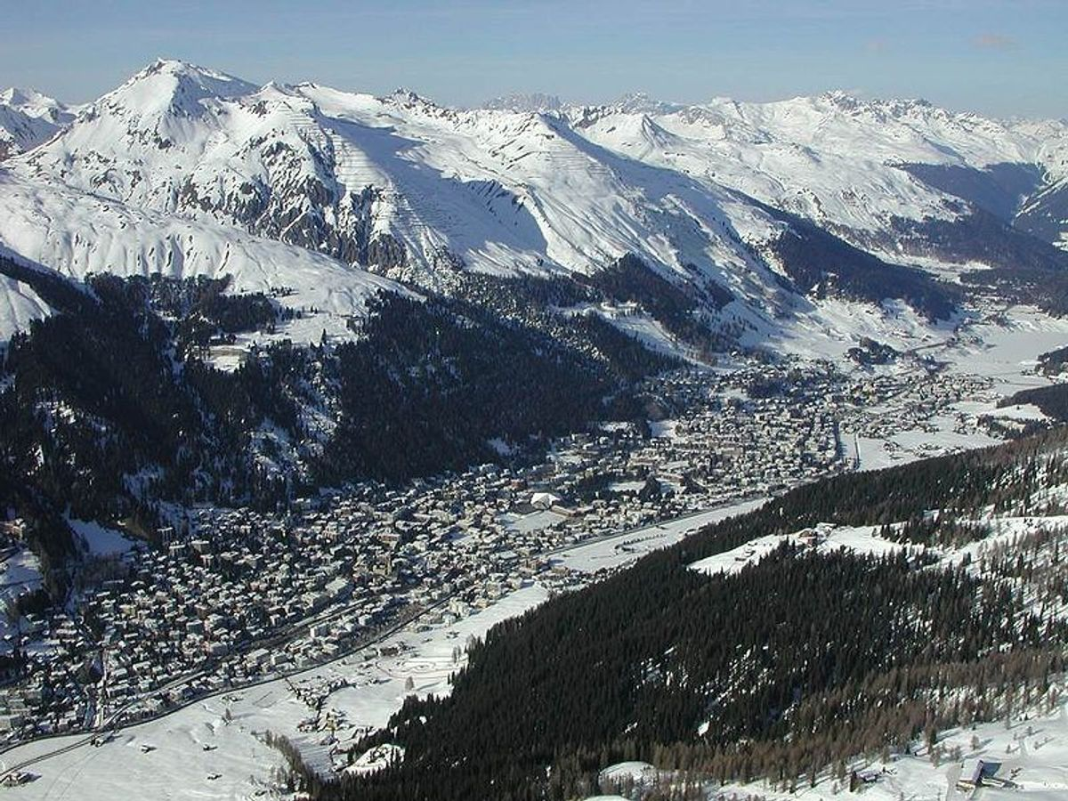 Elite seclusion at Davos (Wikimedia/Flyout)