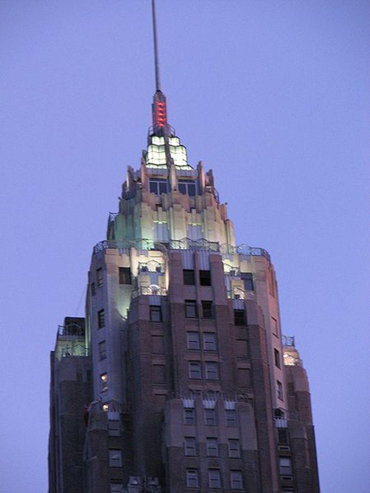 AIG Building, NY (Wikimedia)