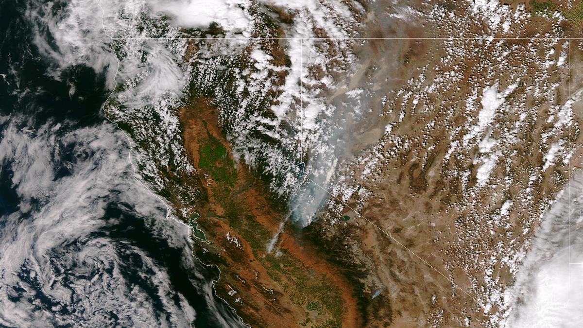 A satellite image of the Rim Fire taken on Aug. 25, 2013      (NASA/NOAA)