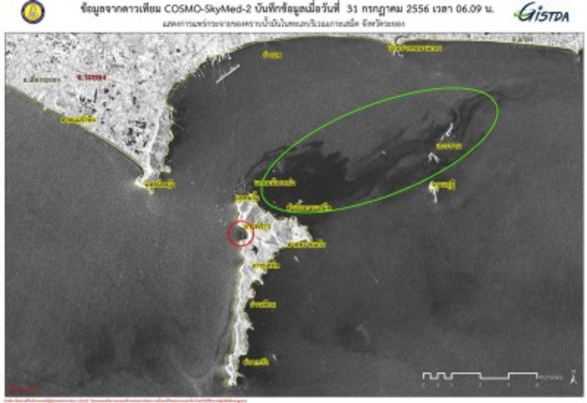 A satellite photo from Thailand's Geo-Informatics and Space Technology Development Agency shows the oil slick, circled in green, and the affected beach, in red.          (GISTDA)