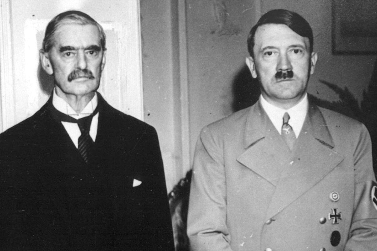Neville Chamberlain, Adolf Hitler      (AP)