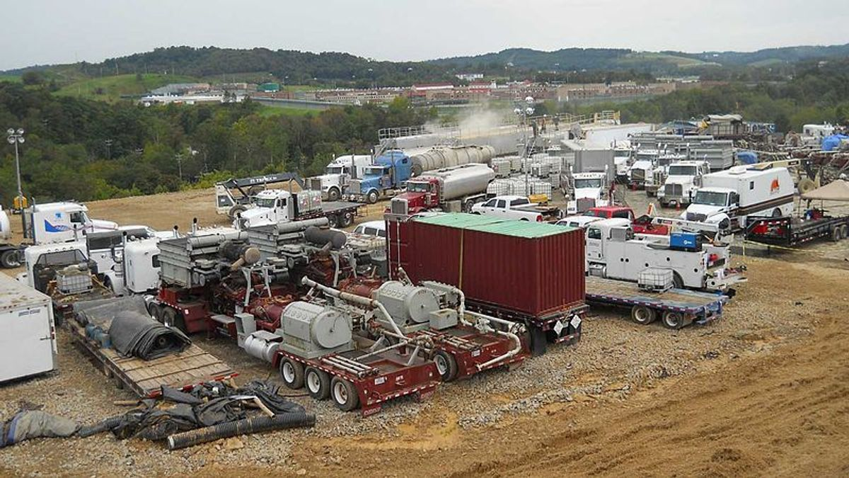 A hydraulic fracturing operation at a Marcellus Shale well            (U.S. Geological Survey)