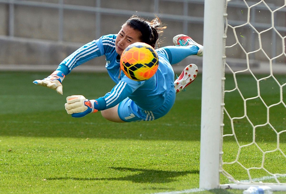 10ThingstoSeeSports - China goalkeeper Zhang Yue lets the ball slip past for a goal by U.S. midfielder Megan Rapinoe during the second half of an international friendly soccer match in Commerce City, Colo., on Sunday, April 6, 2014. (AP Photo/Jack Dempsey, File) (AP)