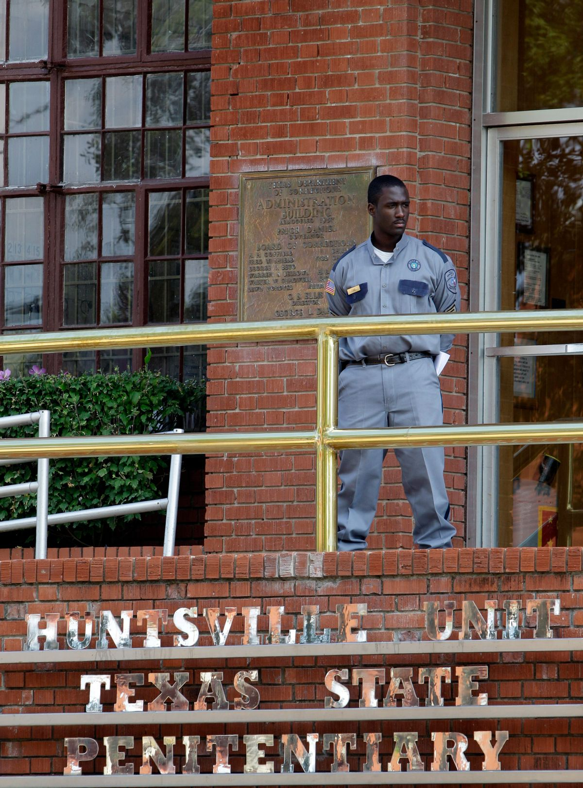 FILE - In this Sept. 21, 2011 file photo, a corrections officer keeps watch outside the Texas Department of Criminal Justice Huntsville Unit in Huntsville, Texas.  ((AP Photo/David J. Phillip, File))