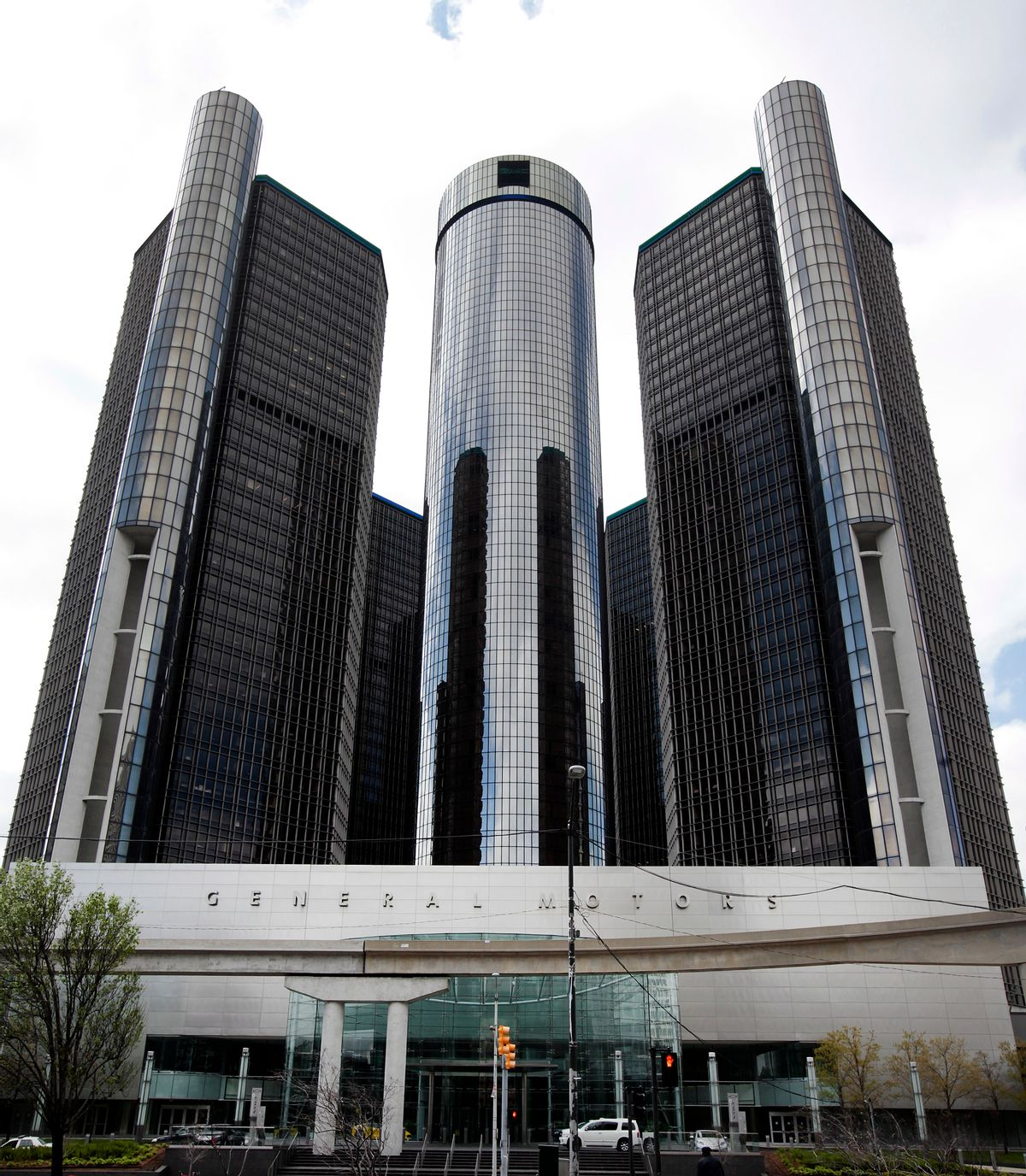 This Friday, May 16 2014 photo shows General Motors' world headquarters in Detroit. U.S. safety regulators fined General Motors a record $35 million Friday for taking at least a decade to disclose defects with ignition switches in small cars that are now linked to at least 13 deaths. (AP Photo/Paul Sancya) (AP)