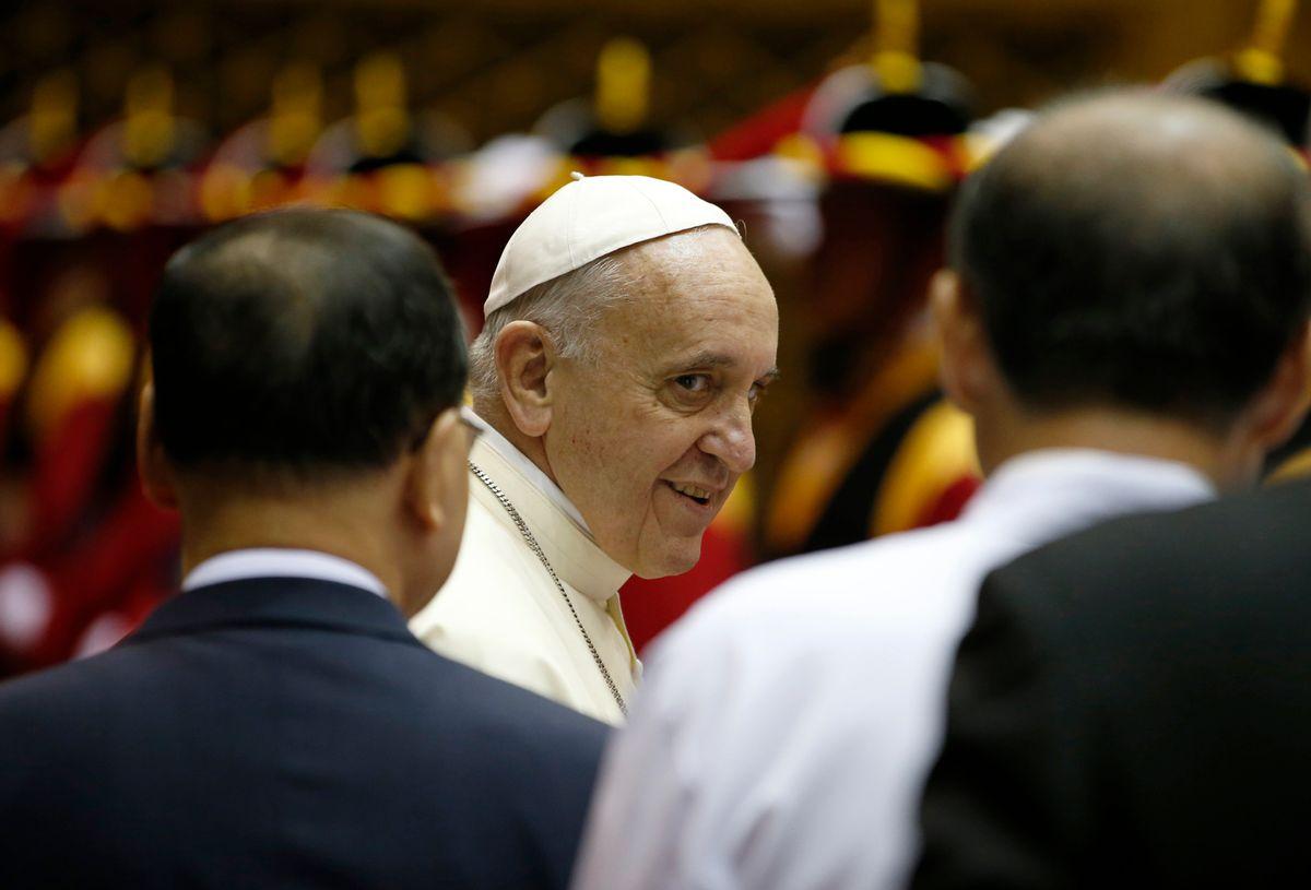 Pope Francis arrives at Seoul Air Base in Seongnam August 18, 2014.  REUTERS/Kim Hong-Ji (SOUTH KOREA)          (Kim Hong-ji)