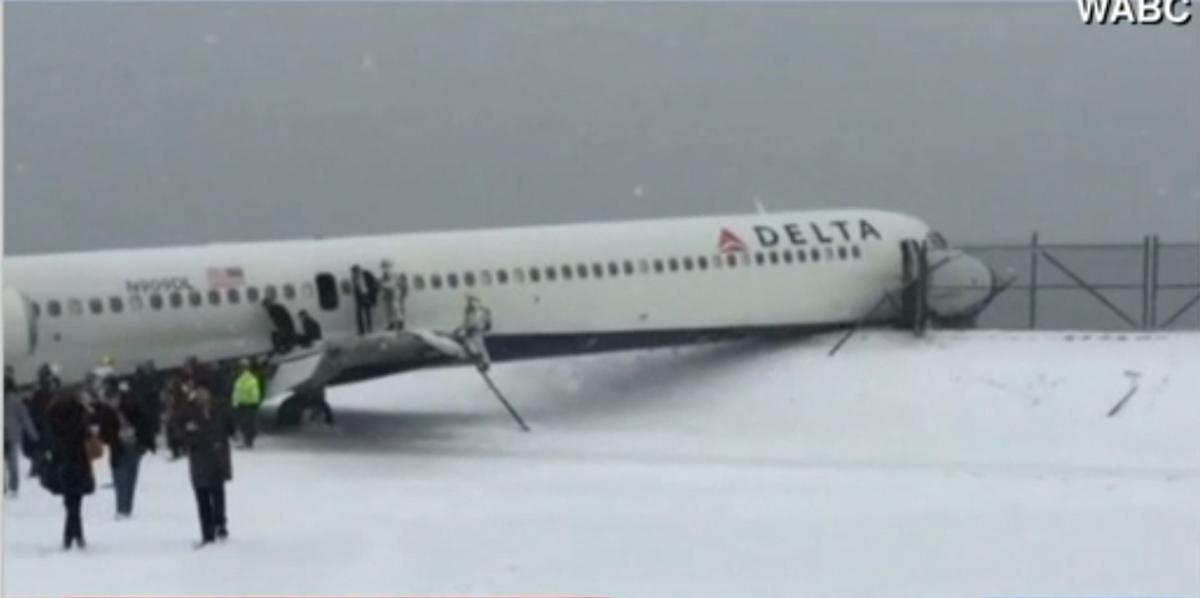 Delta flight 1086    (CNN)