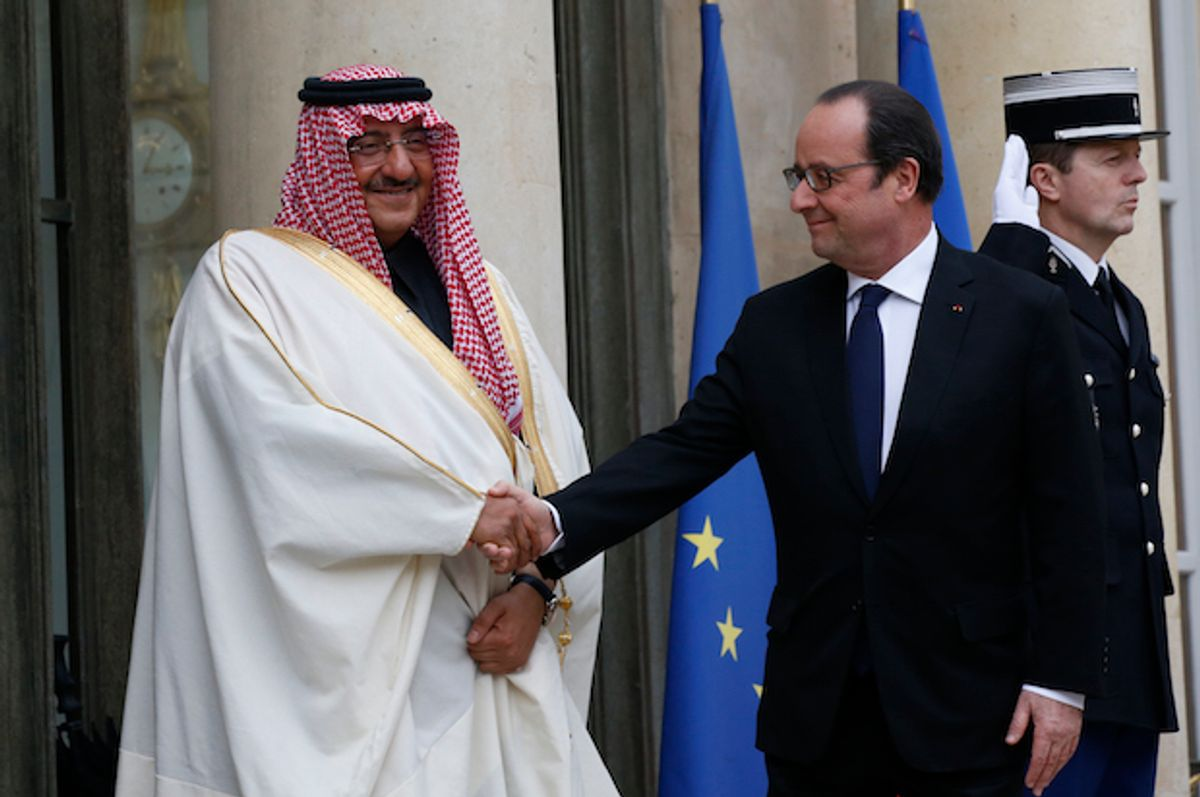 French President François Hollande welcomes Saudi Crown Prince Mohammed bin Nayef at the Élysée Palace in Paris, France on March 4, 2016  (Reuters/Philippe Wojazer)