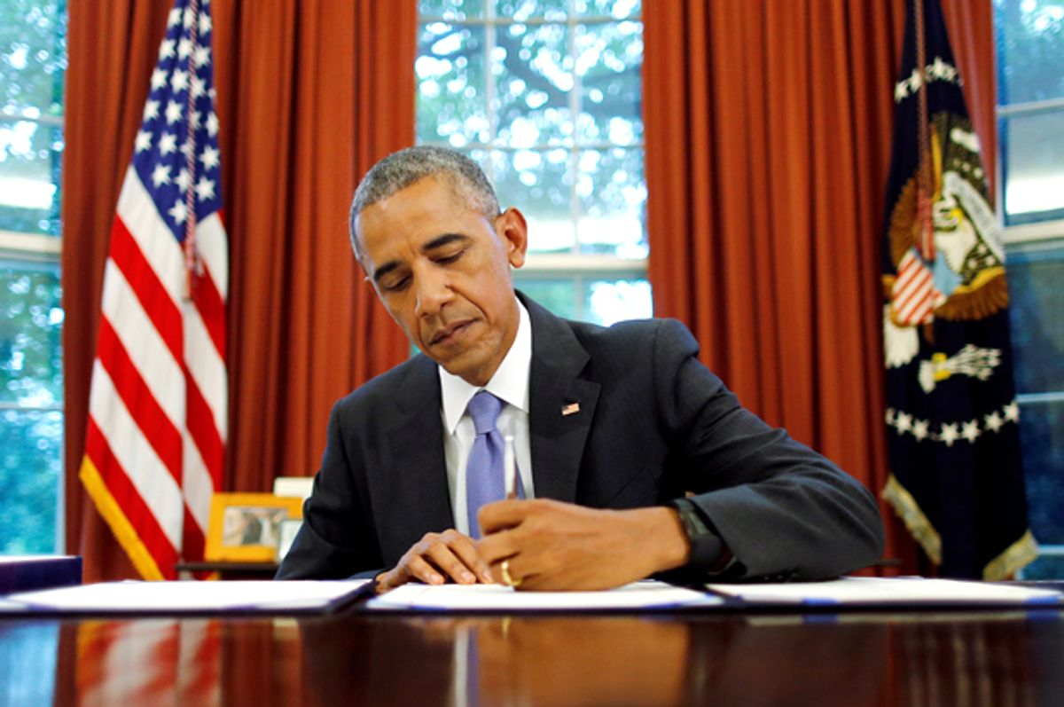 Barack Obama signs into law the Puerto Rico Oversight, Management and Economic Stability Act, June 30, 2016.   (Reuters/Carlos Barria)