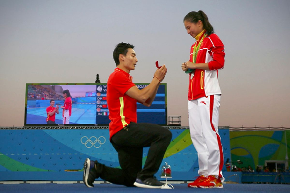 He Zi receives a marriage proposal from Olympic diver Qin Kai after her medal ceremony, Rio de Janeiro, August 14, 2016.   (Reuters/Michael Dalder)