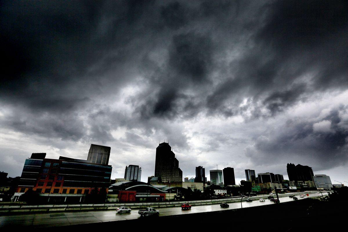 The first outer bands of rain from Hurricane Matthew pass over downtown Orlando, Fla., Thursday evening, Oct. 6, 2016.  (AP)