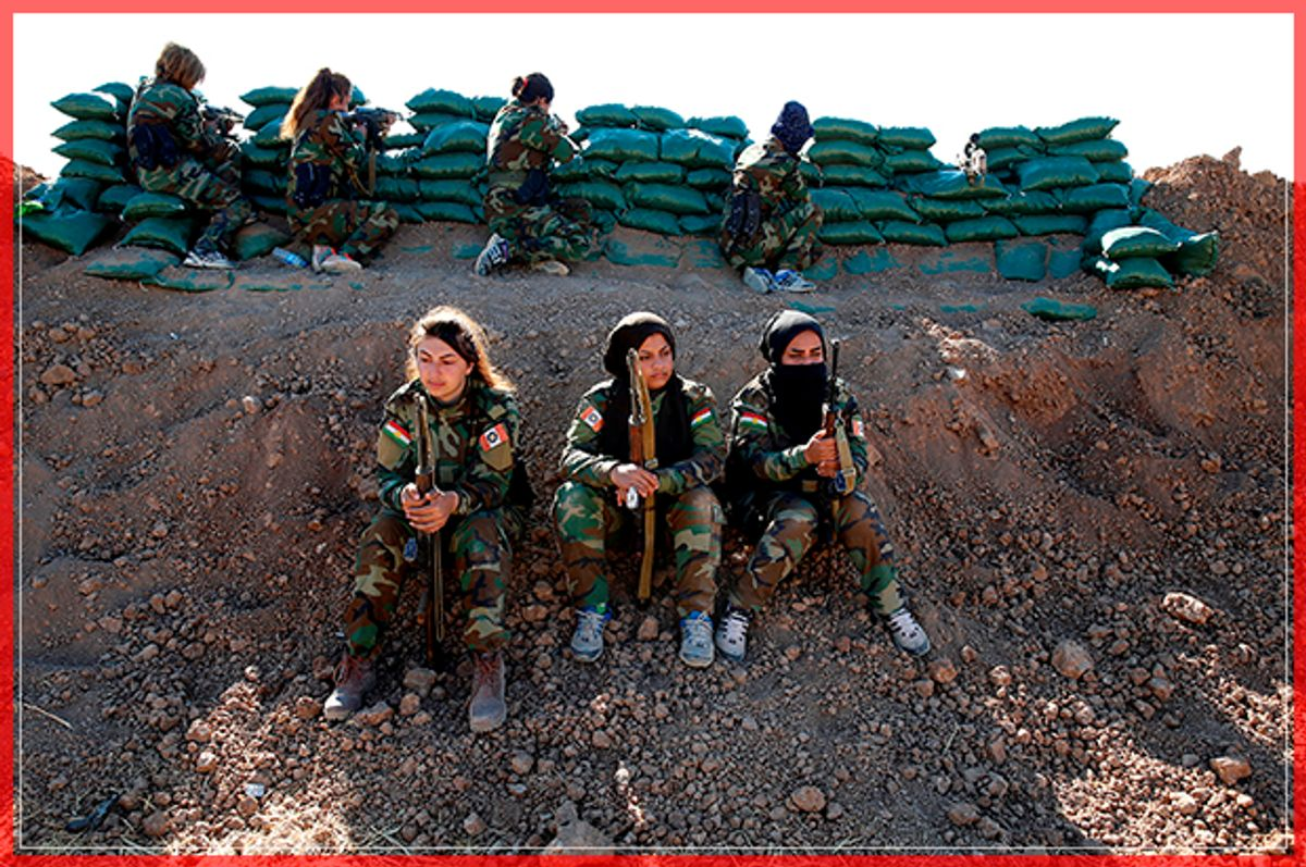 Iranian-Kurdish female fighters hold their weapons during a battle with Islamic State militants in Bashiqa, near Mosul, Iraq November 3, 2016. REUTERS/Ahmed Jadallah     TPX IMAGES OF THE DAY      - RTX2RRHW (Reuters)