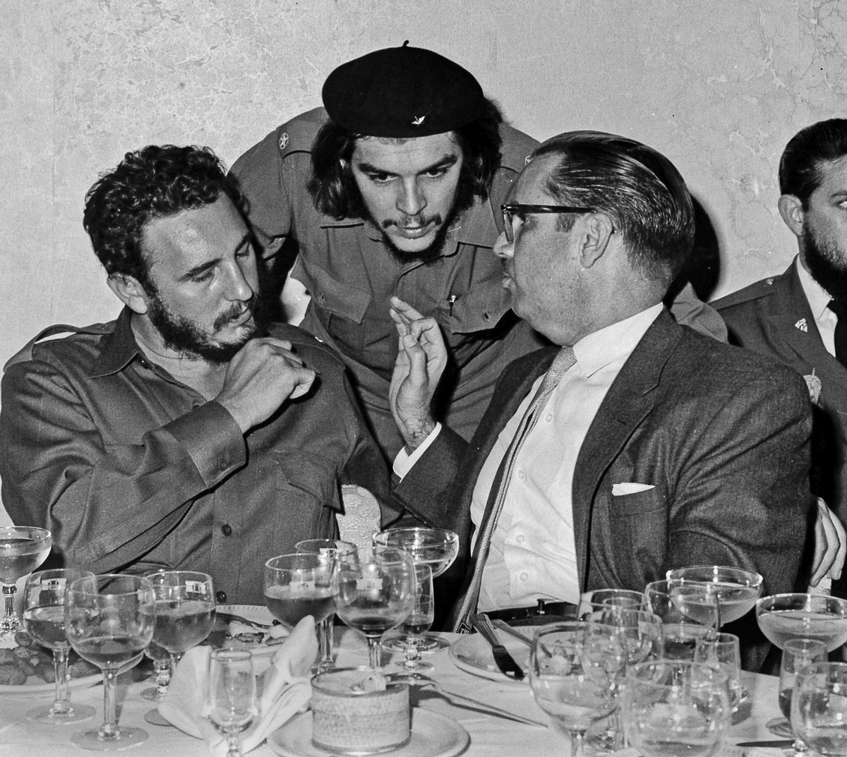"""FILE - In this 1960 file photo, Cuba's revolutionary hero Ernesto """"Che"""" Guevara, center, Cuba's leader Fidel Castro, left, and Cuba's President Osvaldo Dorticos, right, attend a reception in an unknown location in Cuba. Castro has died at age 90. President Raul Castro said on state television that his older brother died at 10:29 p.m. Friday, Nov. 25, 2016. (AP Photo/Prensa Latina via AP Images, File) (AP)"""