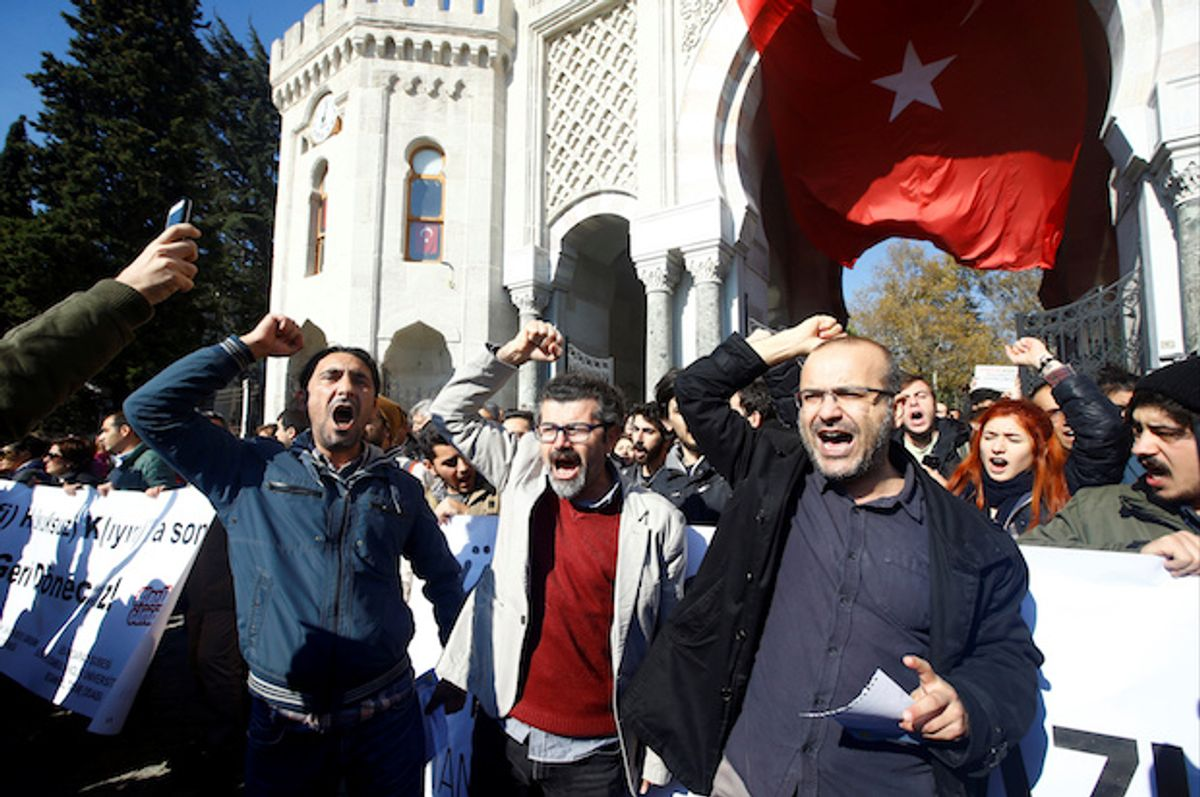 Demonstrators shout slogans during a protest against a purge of thousands of education staff since a failed coup in July, in front of the main campus of Istanbul University in Istanbul, Turkey, November 3, 2016  (Reuters/Osman Orsal)