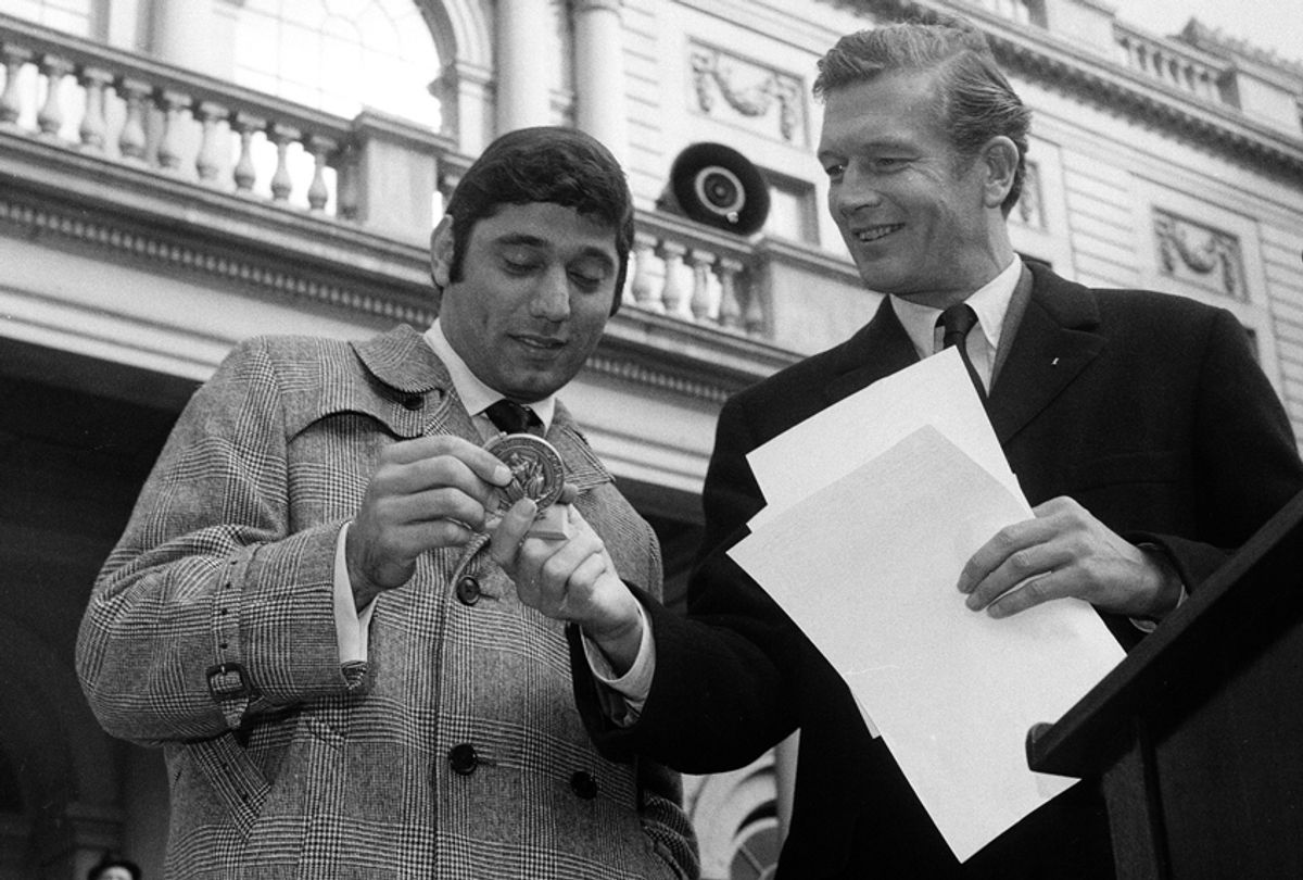 Joe Namath is presented with an award from New York City Mayor John Lindsay on Jan. 22, 1969. (AP)