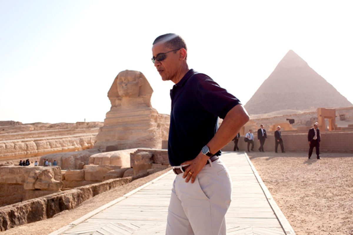 President Barack Obama tours the Egypt's Great Sphinx of Giza (L) and the Pyramid of Khafre  (Pete Souza/The White House)