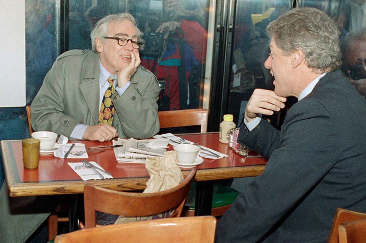 Bill Clinton and Jimmy Breslin at New York's Stage Deli, April 6, 1992.   (AP/Stephan Savoia)
