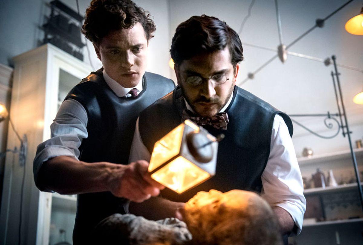 Matthew Shear and Douglas Smith in The Alienist (TNT/Kata Vermes)