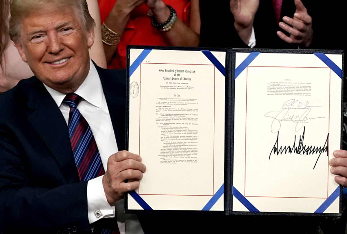 """Donald Trump Signs """"Right To Try"""" Act. (Getty/Alex Wong)"""