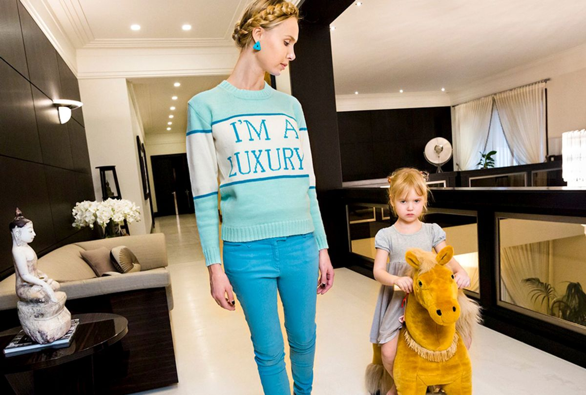 Ilona at home with her daughter, Michelle, 4, Moscow, 2012 (Courtesy of Amazon Studios/Lauren Greenfield)