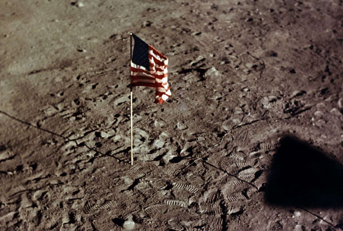 Picture taken from the Apollo XI Lunar Module (LM) showing the flag of the United States and the footprints of astronauts Neil A. Armstrong and Edwin E. Aldrin on the surface of the moon, 21 July 1969. (- / NASA / AFP)
